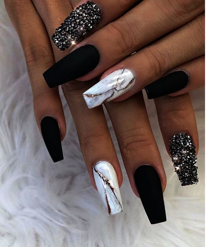 Acrylic Nails Maroon Nails In 2020 Nails Design With Rhinestones Black Nail Designs Maroon Nails