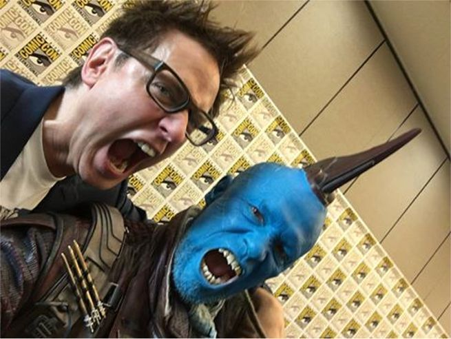 Director 'James Gunn' with 'Yondu' and his fin for 'Guardians Of The Galaxy: Vol. 2' (2017) °°