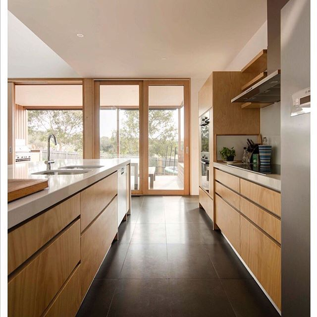 #modernistaustralianarchitecture #modernism #midcenturymodern #plywoodkitchen #janjuc #bluestone #glass @philthyj65