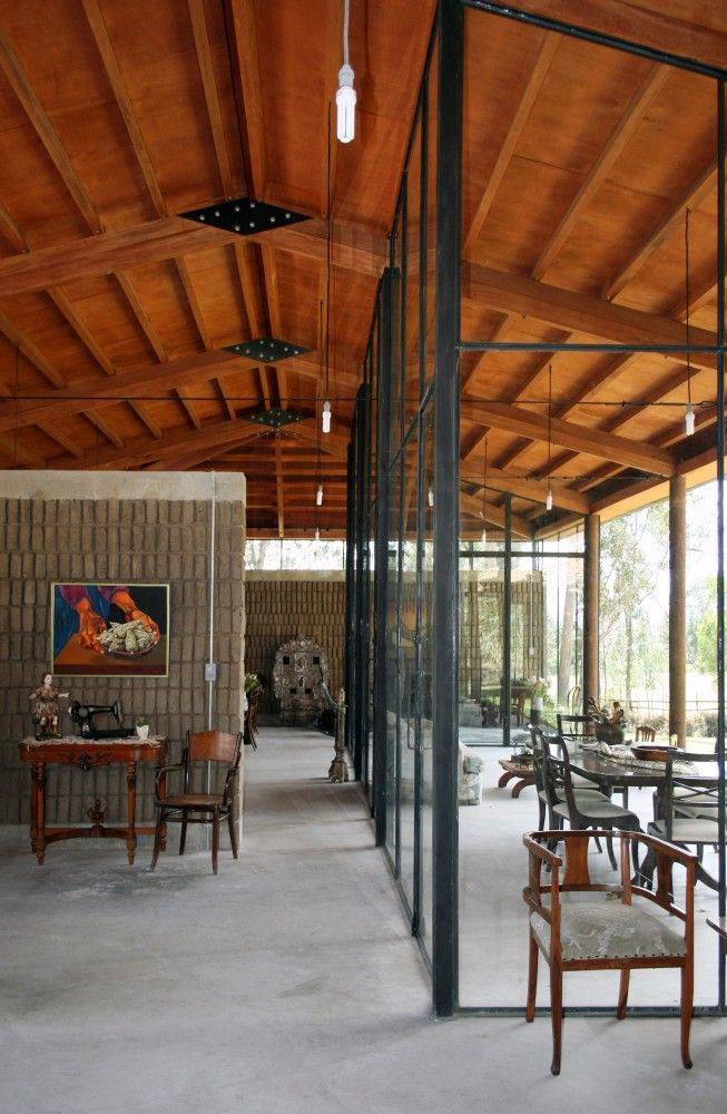 Lienzo de Barro House Architects: Chaquiñán Location: Tumbaco, Ecuador Architect In Charge: Jorge Ramón Giacometti, Elena de Oleza Llobet Collaborators: Francisco Trigueros Muñoz Area: 230.0 sqm Year: 2013