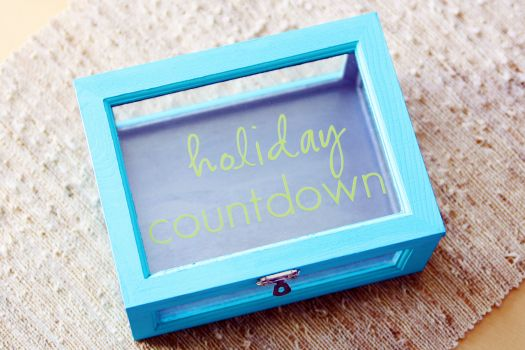 Advent and holiday countdowns.  They are popping up ALL over Pinterest and the blog world.   Thank goodness they are because it actually g...