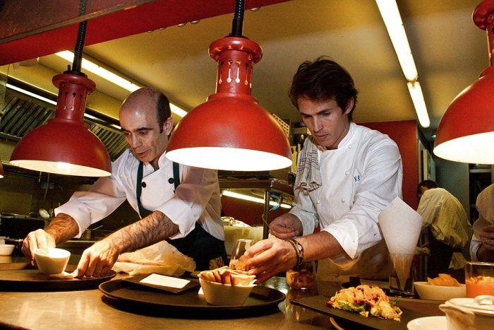 Como cada noche nuestro Nino en la cocina de La Gabinoteca.