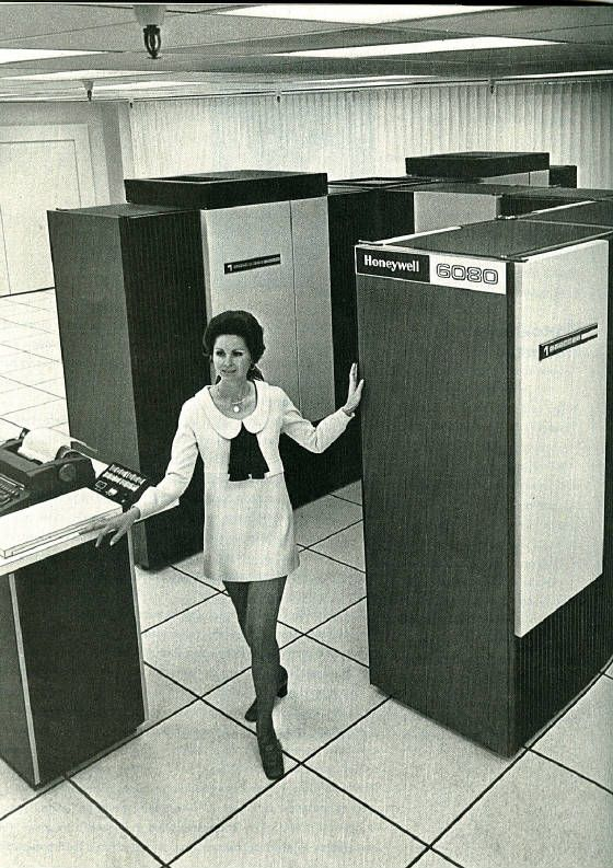 Honeywell Information Systems H6080 mainframe computer