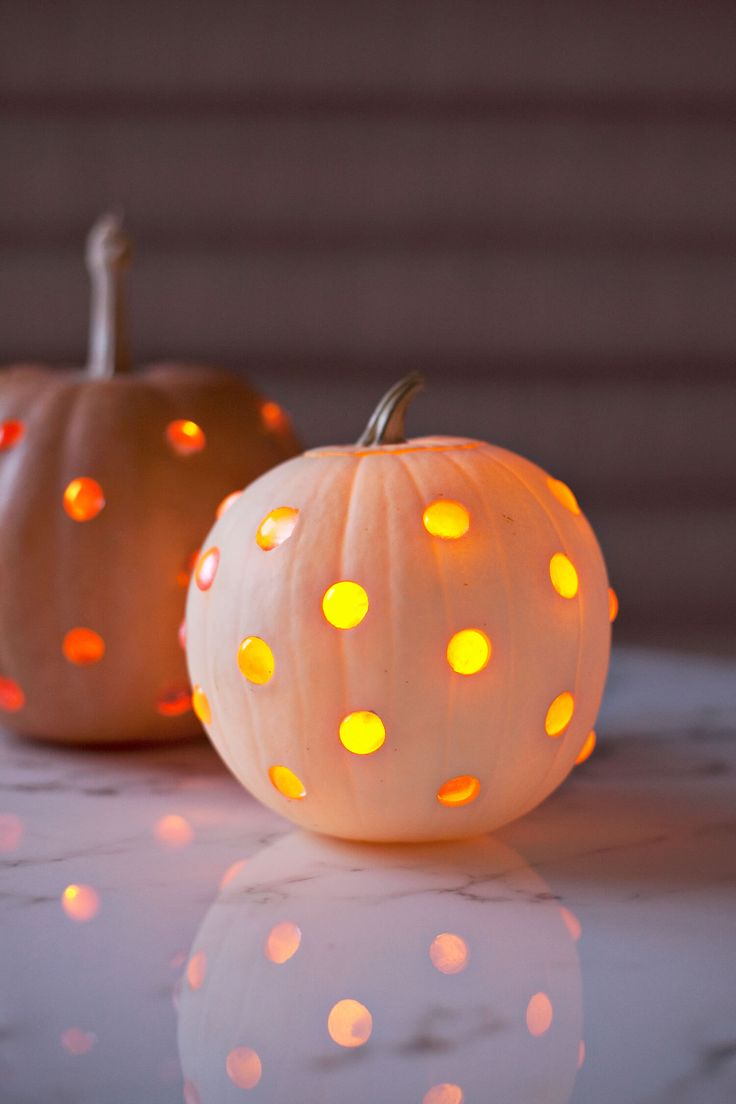 It's that time of year when daylight begins slip-slidin' away, which means opportunities forcomforting candlelight every day! Isn't it handy that it's also the season for jack-o-lanterns? This year,