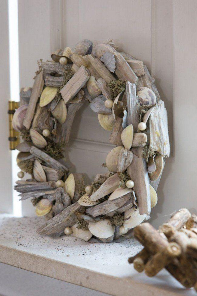 Kranz mit Treibholz, Muscheln und Moos dekoriert