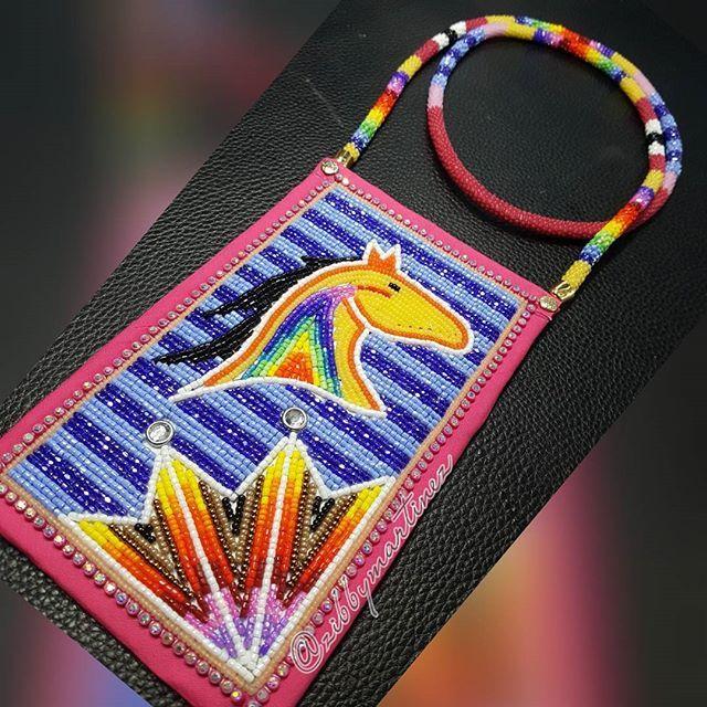 **SOLD** Phone holder thing Ma-Bob  #beadwork #beadedmedallion #beadedearrings #beadedhorse #horse