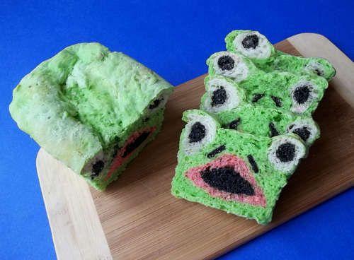 Een kikkerbrood: 'gewoon groen' van buiten, Kermit van binnen :-)