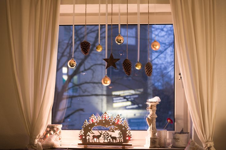 Weihnachtsdekoration in Gold. Christmas decoration in gold.