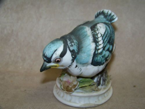 VINTAGE LEFTON BLUE JAY BABY FIGURINE IN VERY GOOD CONDITION