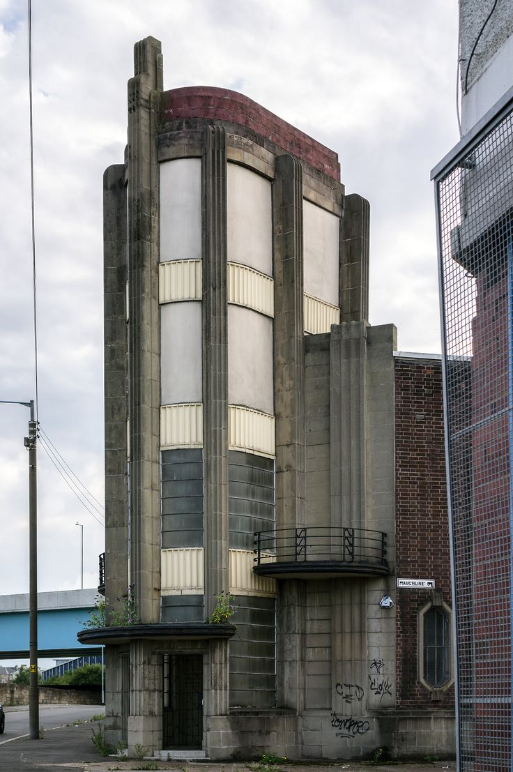 Beautiful building in the middle of Glasgow! Run down but would be amazing if done up!
