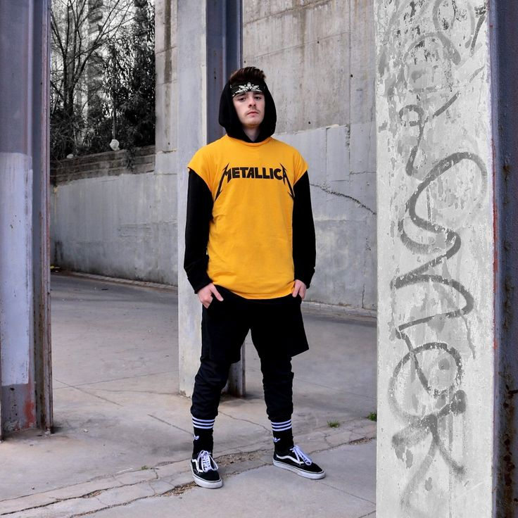 Camiseta amarilla texto Metallica de asos  Instagram: marioescobedor