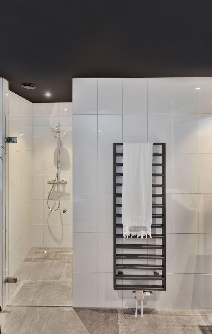 Schwarze Badezimmerdecke   Badezimmer decken, Schwarze decke ...