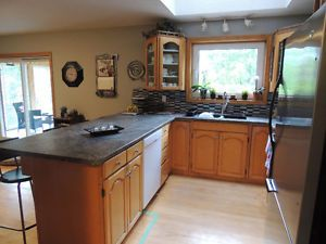 Maple Kitchen Cabinets & Countertop