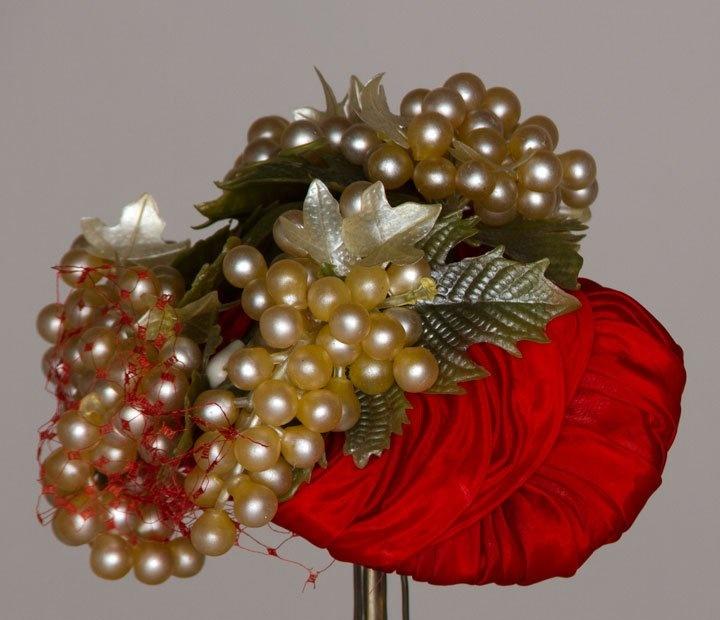 ~Bes-Ben red silk 'Grape bunch' hat, 1950s~  #millinery #judithm #hats