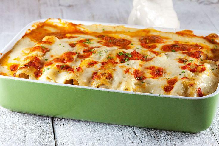 Stevig gevulde cannelloni met kippendijen en bacon, wát een combinatie! Recept voor 6 personen, klaar in iets meer dan een uur.
