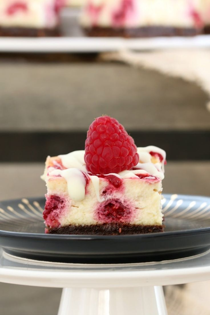 Indulge in the most deliciously simple WHITE CHOCOLATE & RASPBERRY CHEESECAKE SLICE! With a chocolate biscuit base, creamy white chocolate filling with tangy raspberries, all topped off with a berry coulis… talk about YUM!    #white #chocolate #raspberry #cheesecake #slice #bars #easy #yum #best #thermomix #conventional #recipe