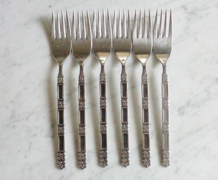 8 Oneida USA Rattan Dinner /& Salad  Dessert Forks