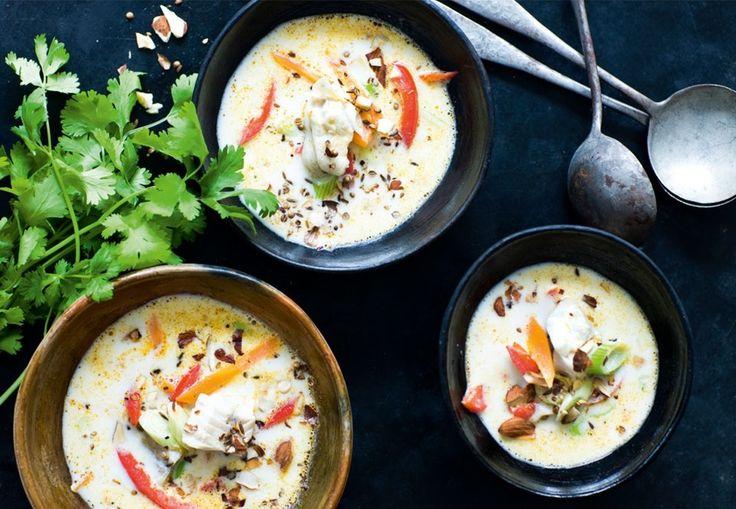 Spicy fiskesuppe med kokosmælk og dukkah