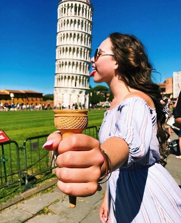 Diesmal wird der Schiefe Turm von Pisa für verschiedene Fantasien verwendet :)