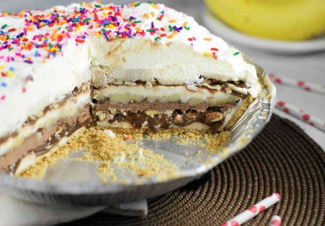 The Kitchen is My Playground: Frozen 7-Layer Banana Split Pie { & $100 'Amazon.com Cash for Ice Cream' Giveaway!}