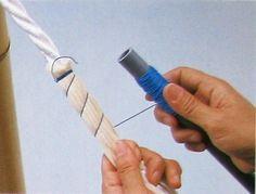 Para conseguir líneas verticales la tela se ha plegado y luego se ha envuelto y amarrado sobre un cordón grueso. En Japón esta técnica se conoce como Suji Shibori. Blog de Francisca Núñez Reveco