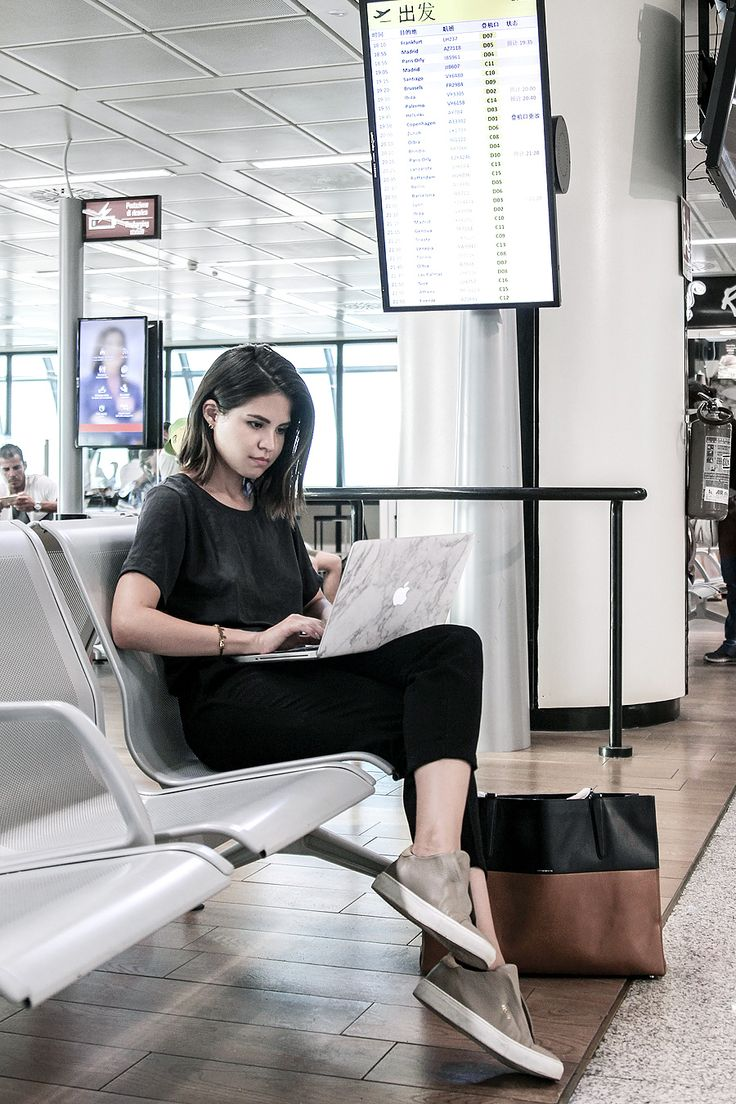 My pre-flight rituals and 5 tips before flying for a stressless trip with KLM Dream Deals making the most out of your trip on fake leather blog.