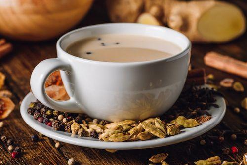Indický yogi čaj se pije sladký a s mlékem