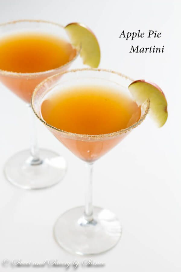 This delicious apple pie martini has all the flavors you love about classic fall…