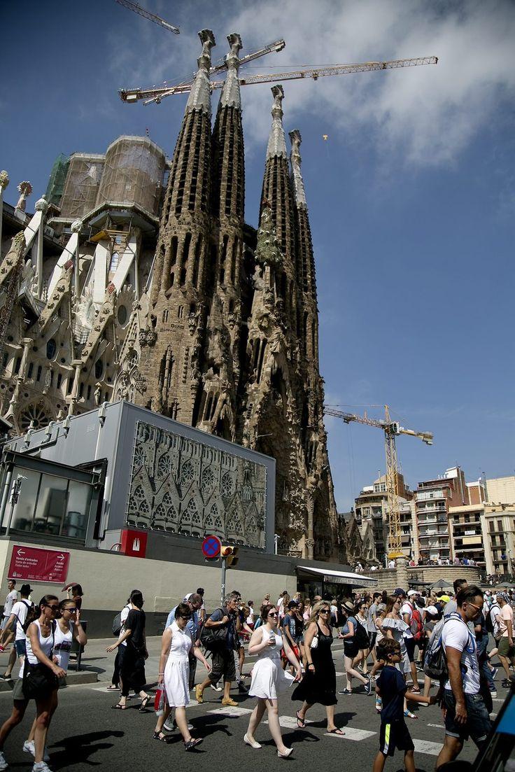 La Sagrada Família 'despatxa' 30.000 entrades gratuïtes en 3 hores.  #SagradaFamilia #Barcelona #Gaudi #Art #Religio