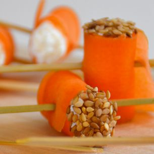 Roulés de carotte crue à la ricotta et graines de sésame