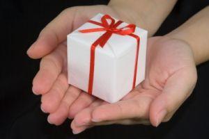 PintuLedeng.com – Hadiah adalah memberikan sesuatu kepada seseorang didasarkan motivasi penghormatan atau kecintaan. Saling memberikan hadiah seperti ini, semestinya dibiasakan oleh sesama muslim untuk menumbuhkan rasa cinta dan kedekatan persaudaraan. Selanjutnya: http://pintuledeng.com/saling-memberikan-hadiah/