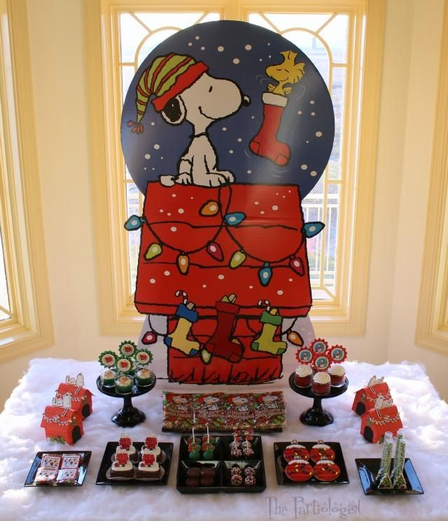 The Partiologist: A Charlie Brown Christmas Party! Snoopy & Peanuts Christmas Party Table