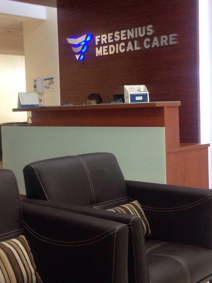 Esperando en el lobby de Fresenius Medical Care, en Mé xico. www.etalentprofile.com