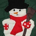 Er word over sneeuw gesproken op het nieuws...De kinderen verheugen zich daarop! #sneeuwpop #sneeuwman #quilt #patchwork . . They are talking about snow on the news; the kids hope to see it hapen! #snow #snowman #bonhommedeneige #vanlapjesstof #stitches #metdehand #handmade #faitmain
