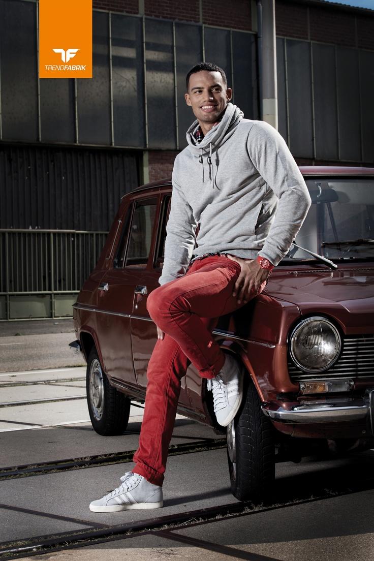 Sweatshirt: Diesel, Hemd: Solid, Hose: Jack and Jones, Schuhe: Adidas