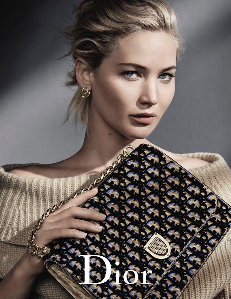 Jennifer Lawrence poses with the Diorama handbag