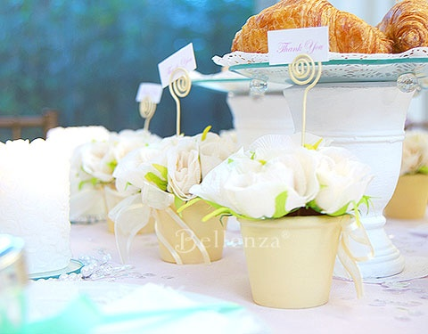 Rose flowerpots as place card holders - Breakfast at Tiffany's theme