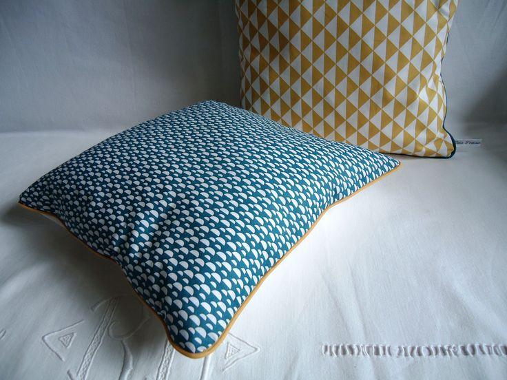 les 25 meilleures id es de la cat gorie coussin bleu. Black Bedroom Furniture Sets. Home Design Ideas