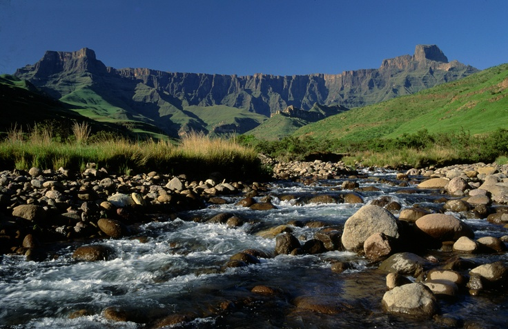 The Tugela River with the Drakensberg Ampitheatre in the background ...