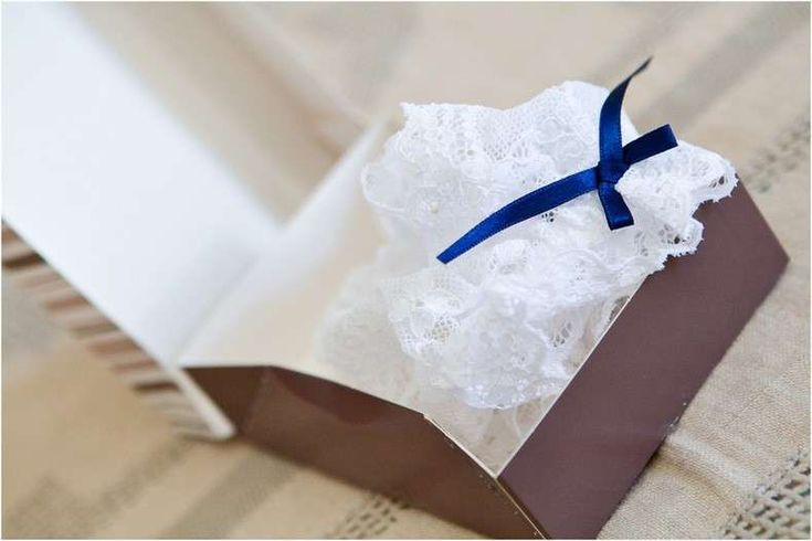 Accessori da sposa 2013 - Giarrettiera con fiocco blu