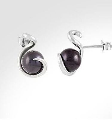 Luna twisted earring dark Simply magnificent with it's medal and ring!