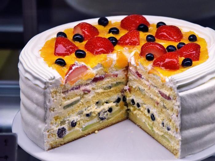 「フレッシュフルーツケーキ」まさにフルーツケーキの王様!ショーケースの中での存在感も抜群です。