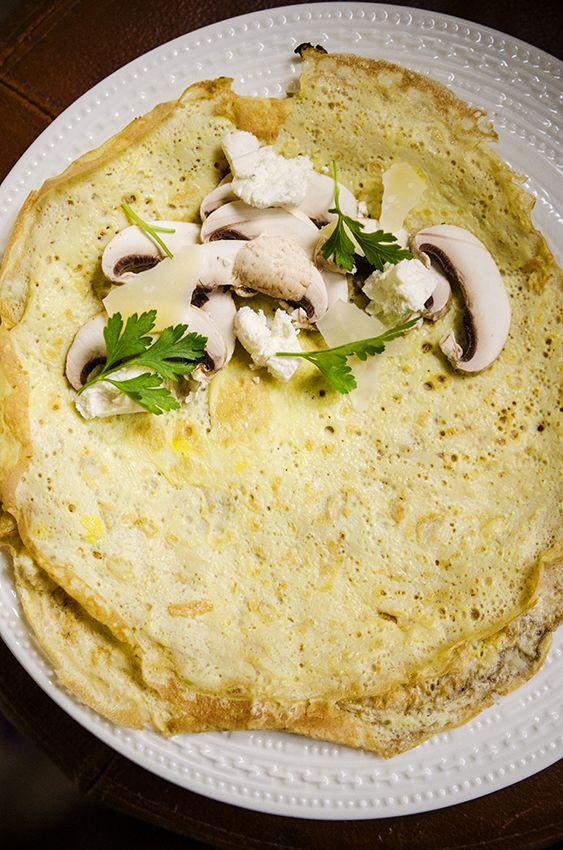 #breakfast #pancake #omelette #egg #mushroom #goatcheese #parsley #foodcoaching #easypeasy