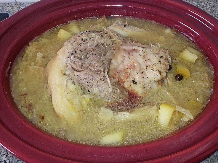 Eisbein mit Sauerkraut für den Slow Cooker, ein schönes Rezept aus der Kategorie Schmoren. Bewertungen: 4. Durchschnitt: Ø 4,0.