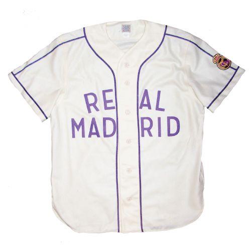 Madrid, España tiene un beisbol equipo. Se llama Real Madrid y ellos jugar partidos mucho.