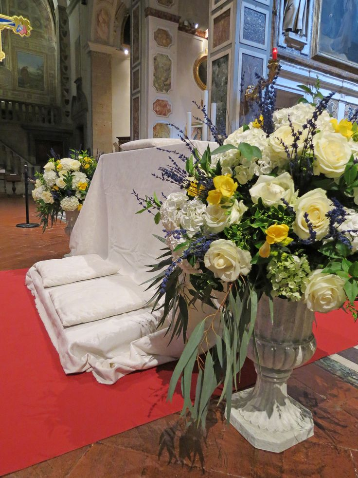 Antique cups with white roses and hydrangea, yellow freesia, lavender and greenery. Event Planner : Wedding Italy.