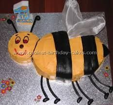 Take A Look At The Coolest Bumble Bee Cakes Youll Also Find Most Amazing Photo Gallery Of Homemade Birthday How To Tips And Lots Original