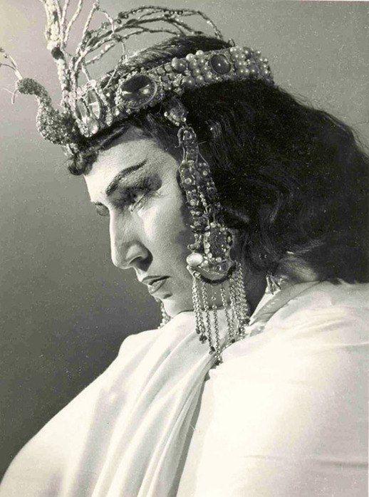 Ирина Архипова в партии Амнерис в опере «Аида»   Дж.Верди. Дебютировала в  1956 г.  Фотография 1957 г.