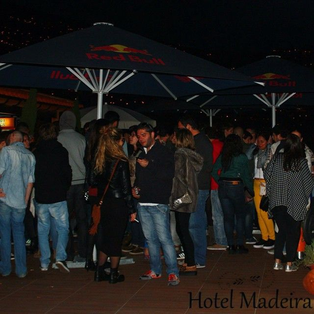 Hot evenings in Hotel Madeira @hotelmadeira  #hotelmadeira #tenderevents #panoramabar #rooftop #funchal #funchalparty #happymoments