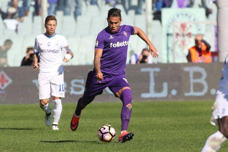 DESDE ITALIA CARLOS SALCEDO FELICITÓ A LAS CHIVAS El jugador de la Fiorentina de la Serie A expresó su felicidad por la victoria en el Clásico.